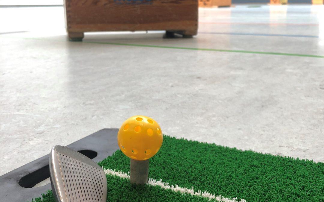 Golfspielen im Sportunterricht